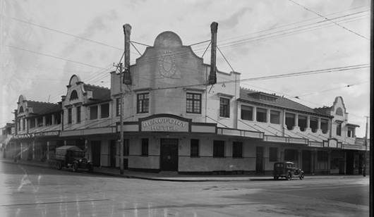 Beaufort Arms Hotel / Lone Star Saloon